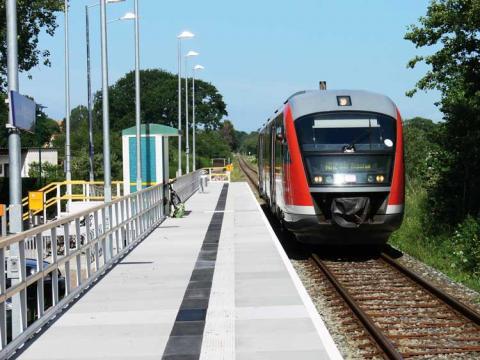 Komplette Bahnsteiglösungen aus GFK
